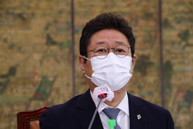 Hwang Hee, ministre de la Culture « Si BTS demande le report du service militaire, je le recommanderai », les internautes réagissent