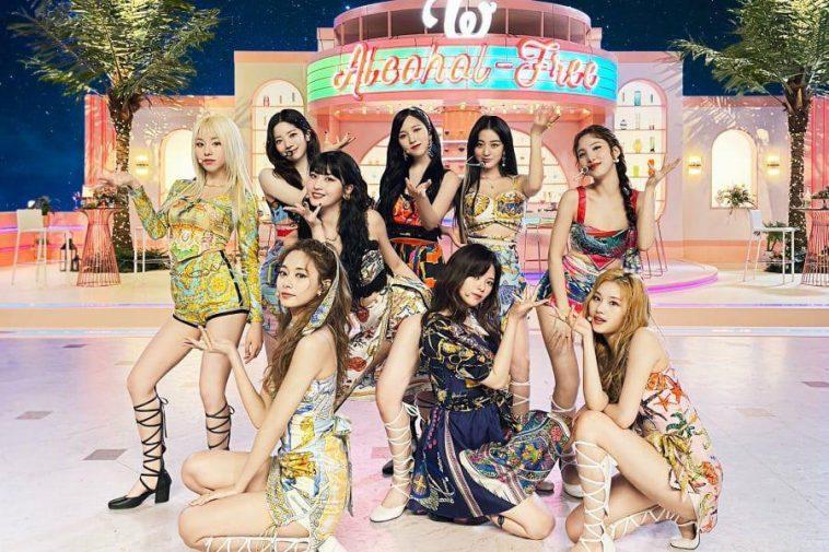 TWICE est 'irrité' à cause de la voix de JYP dans leur nouvelle chanson supprime
